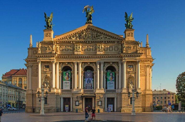UKRAINA: LWÓW – OLESKO- POCZAJÓW – KRZEMIENIEC – ŻÓŁKIEW 13 – 17 października 2021 1200zł